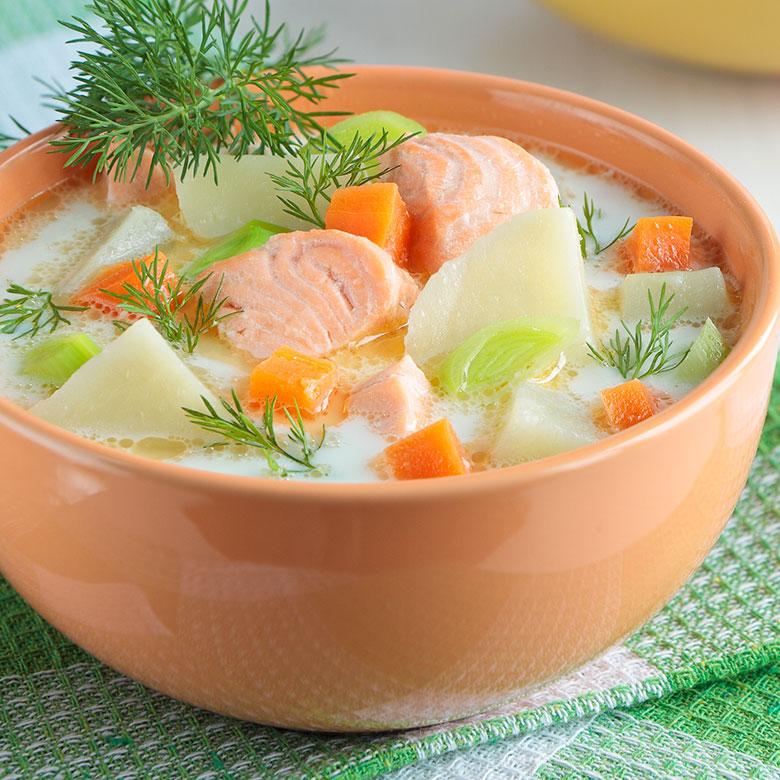 Caldo de puerros con salmón